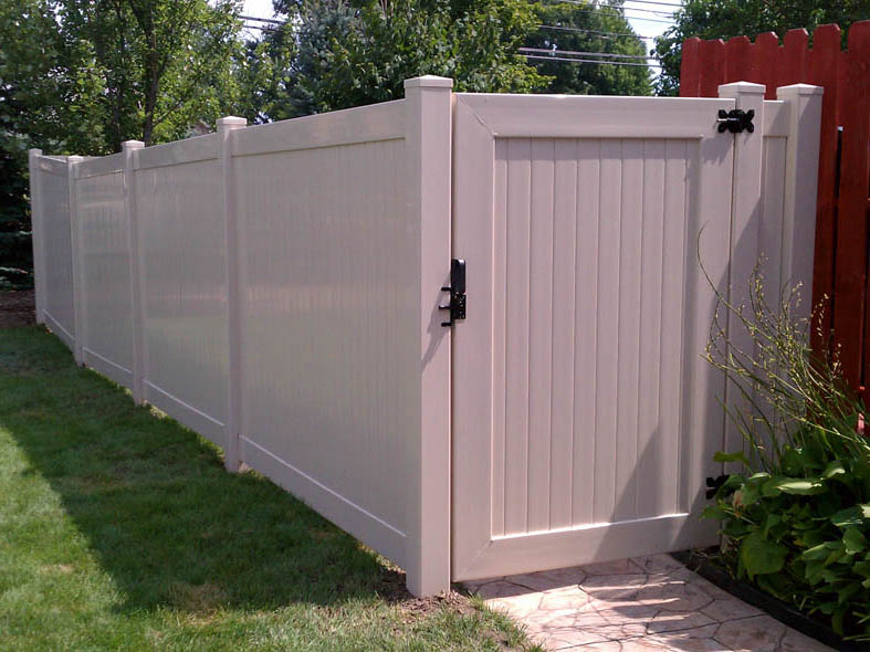 Vinyl Fence Installation Amp Repair In Michigan D Fence Llc